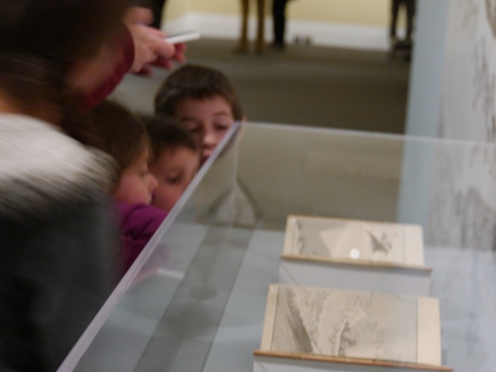 The children look at books in a case