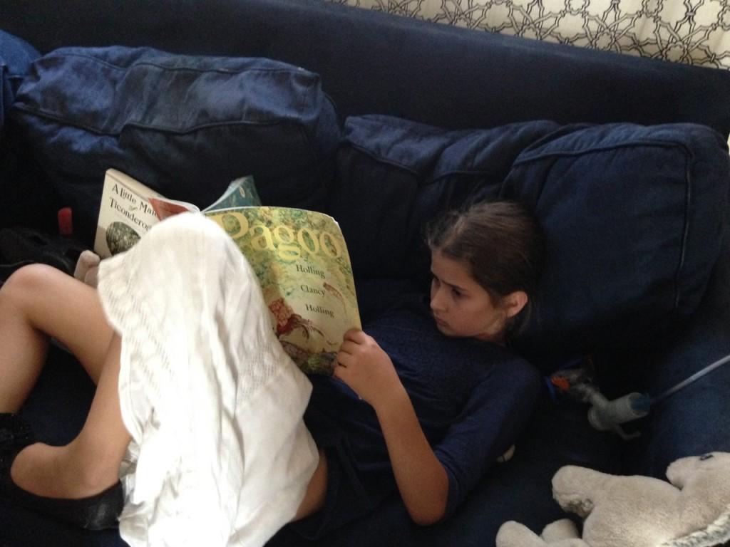 Bella reads Pagoo.