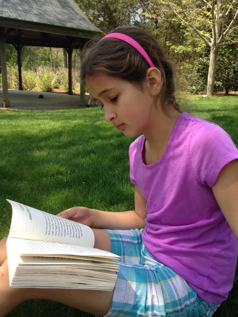 Bella reading